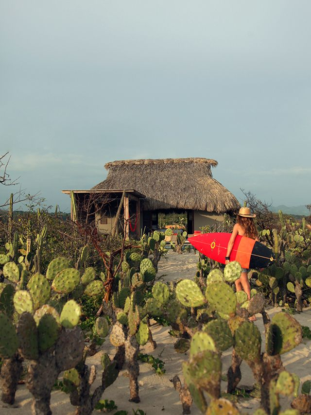 """Weekend Cabin: a new village of """"huts"""" springs up near Puerto Escondido, the Mexican Pipeline, in Oaxaca. http://adv-jour.nl/Jj2mWU"""