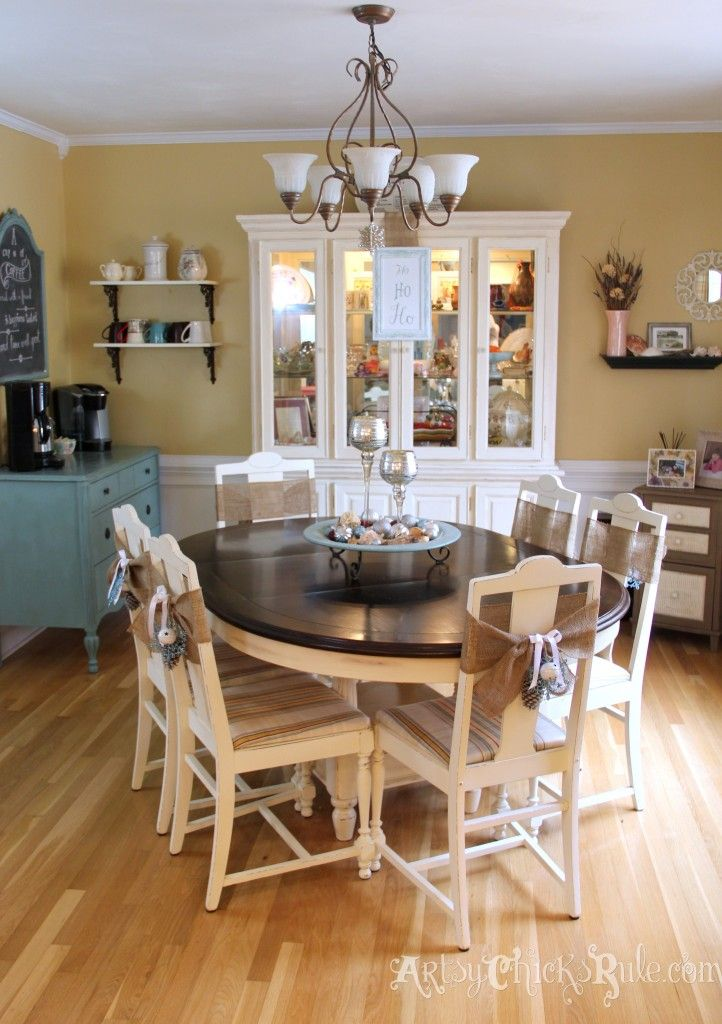 Dining Room decorated for the holidays - Holiday Home Tour - artsychicksrule.com. this it the exact color scheme I want!