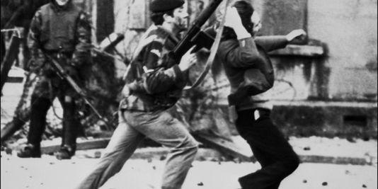 Des parachutistes britanniques avaient ouvert le feu sur les manifestants, arguant que des nationalistes de l'Armée républicaine irlandaise (IRA) les menaçaient. THOPSON / AFPTHOPSON / AFP
