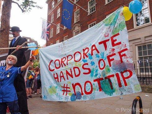 În weekend strângem semnăturile împotriva TTIP!