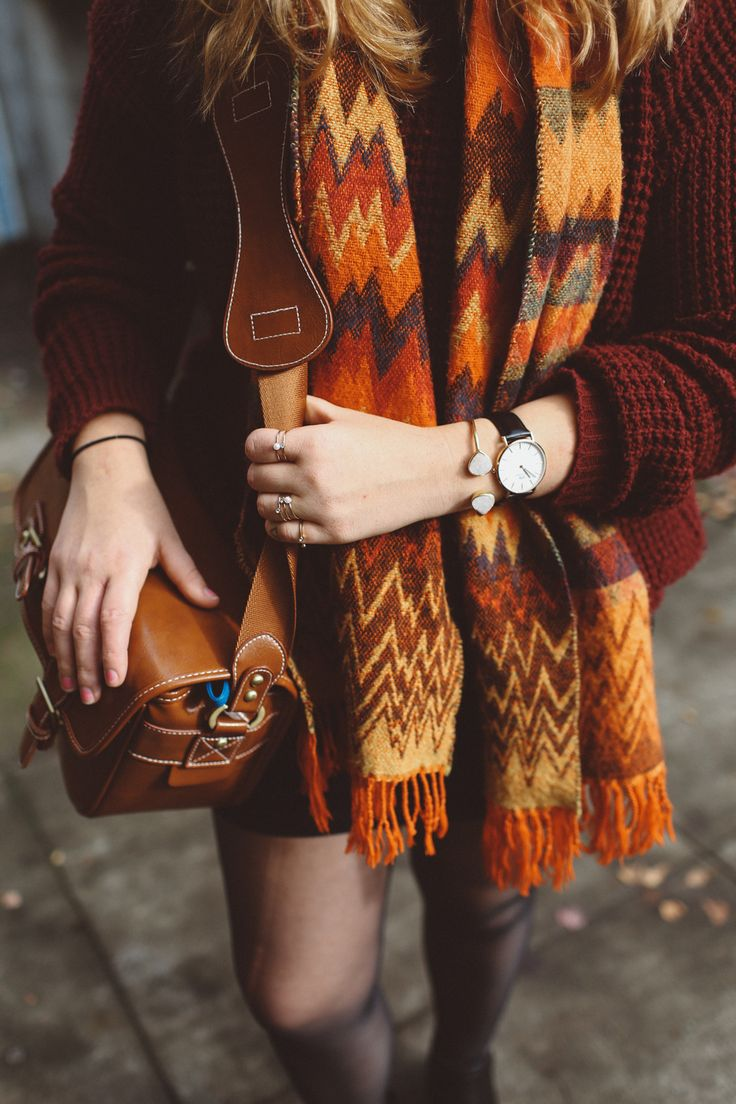 Orange scarf, Daniel Wellington watch and leather camera bag = Portland style. http://whimsysoul.com/3-days-portland-travel-guide/