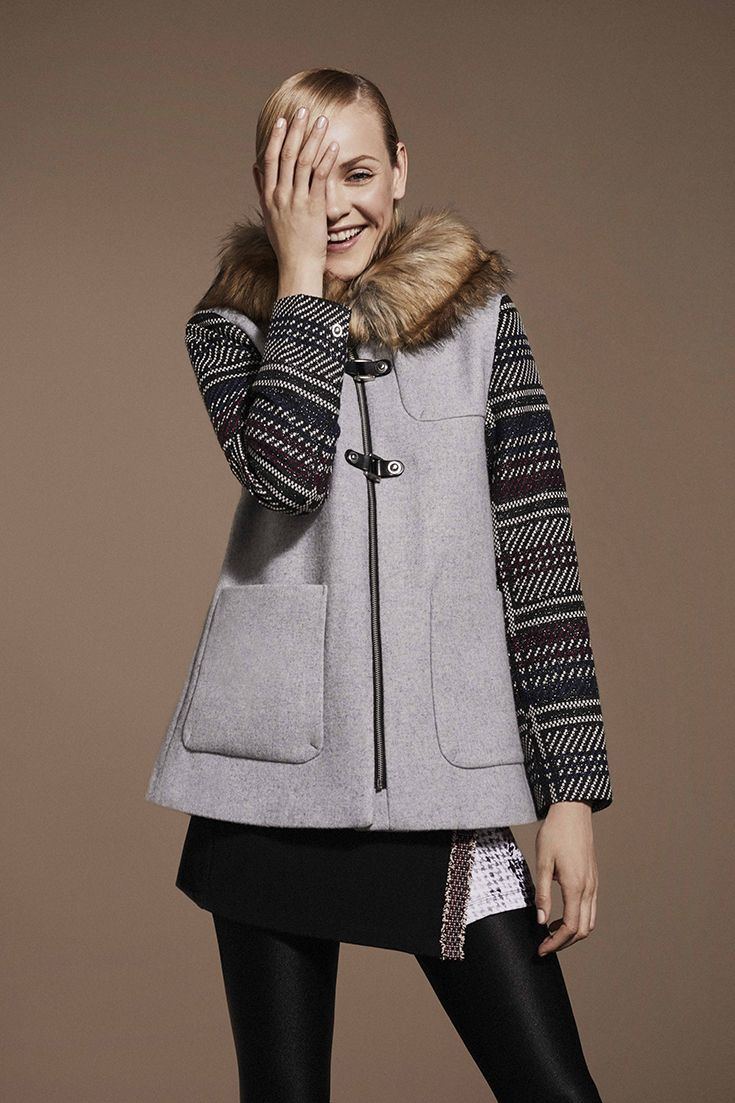 Desigual women's grey coat with checked sleeves, front pockets and soft faux-fur at the collar. Take a look to our coats collection and choose your perfect one for this Fall season!