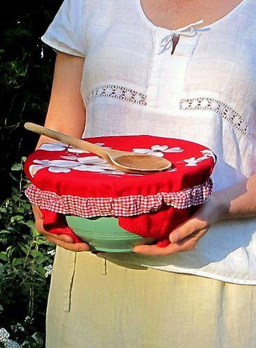 DIY: picnic bowl cover strap. So much prettier than foil!