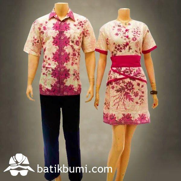 Batik Sarimbit Dress Kode : SD 031 (Rp 175.000)  Dress batik dengan model kerah V, kerut di pinggang belakang, rempel di pinggang, lengan pendek, sabuk bisa dilepas. Ukuran Wanita : Allsize (Panjang 88 cm dan Lebar 50 cm) Ukuran Pria :XL(Panjang 80cm dan  Lebar 60cm)  L (Panjang 78cm dan Lebar 58cm).   M (Panjang 76cm dan Lebar 56cm).  Bahan Batik : Katun. Warna :Putih Kombinasi Pink Berat : 5 ons  Berminat, silahkan sms di  085 72811 9423 atau 02712014901 PIN BB: 31770048 Whatsapp…