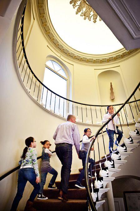 Hôtel Navarra Bruges aime les familles ...  Le séjour est gratuit pour les #enfants jusqu'à 12 ans s'ils partagent la chambre avec leurs parents. L'hôtel dispose d'un nombre de #chambres_familiales. Le petit déjeuner des petits est bien sûr compris.  http://www.hotelnavarra.com/fr/info/1554/Enfants-gratuits.html