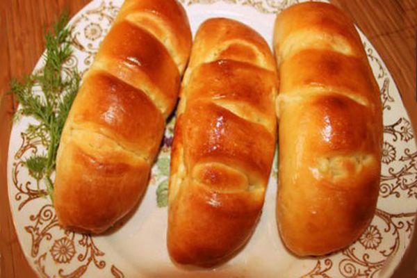 Кифле с сыром http://mysadzagotovci.ru/kifle-s-syrom/  Кифле это булочки-рогалики, из невероятно вкусного сдобного теста с сыром. Родина этих булочек — страны Балканского полуострова. Начинкой может быть любой сыр или его смесь, а также ветчина, мармелад, шоколад, творог.  Состав: тесто — 1 ст. ложка сухих дрожжей, 200 мл молока, 20 гр. сливочного масла, 300 гр. муки, 2 ст. ложки сахара, 1 […]