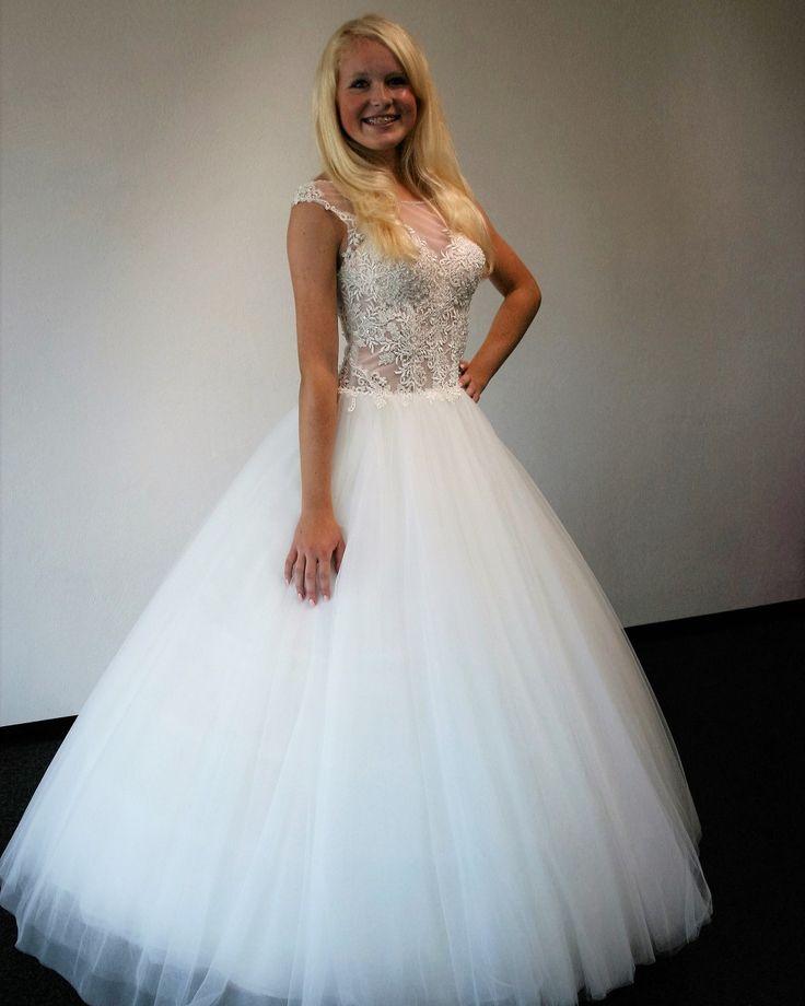 www.schantal.de #anprobe #braut #brautkleid #brautmode #brautmodeschantal #bridal #bride #deutschland #hannover #heiraten #hochzeit #hochzeitskleid #neuekollecktion #österreich #princess  #realbride #realwedding #schantal #schweiz #wedding #weddingdress #weddingfashion #weddinginspiration #weddingshopping #weddingwear #sposa #verlobungsring #brautatelier