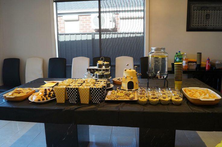 Bumble bee birthday table
