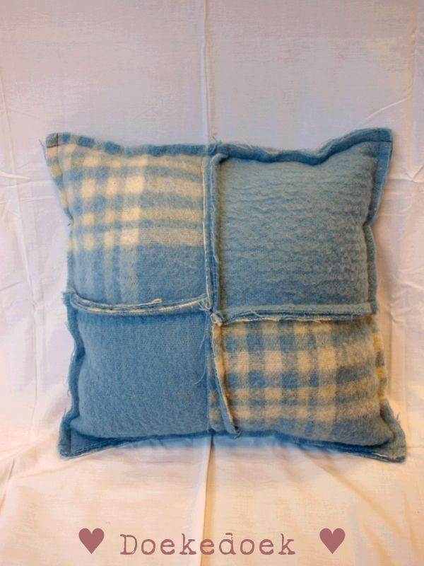 Kussen van wollen dekens, vier vlakken geblokt blauw. Pillow made from woolen blankets, four pieces, patterned blue. made by ♥ Doekedoek ♥