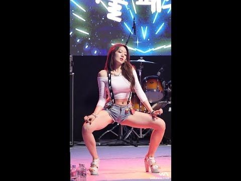This Cameraman Is Doing God's Work - Smoking Hot Korean Girl 'Eunsol' From Bambino Goes Viral, Caught On 'Fan Cam' Giving A Joyless But Sexy Performance On Stage! | Shock Mansion