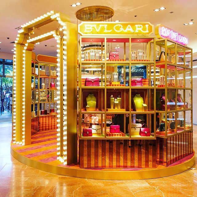 Don't miss Bulgari's summer blockbuster Pop (Up) Corn at Galeries Lafayette Haussmann if you're in Paris. The Italian jeweller has taken over the department store's windows and installed a cinema-themed pop-up store showcasing limited edition Bulgari products till end-July only. . . . #bulgari #gallerieslafayette #galleries #popupcorn #popcorn #popup #popupstore #ladolcevita #paris #cinema #jewellery #jewelry  via L'OFFICIEL SINGAPORE MAGAZINE INSTAGRAM - Fashion Campaigns  Haute Couture…