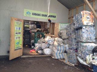 Sampah Jadi Berkah, Belajar Dari Bank Sampah dan HL Ecomart - Iden Wildensyah