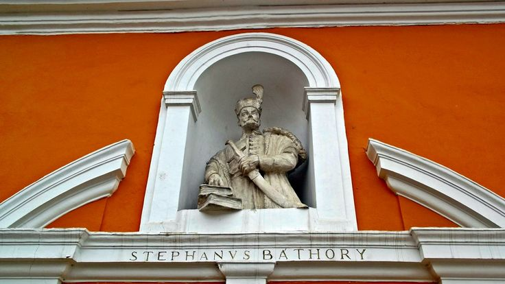 Bijuterii din orașul-comoară: statuia discretă a lui Ștefan Bathory