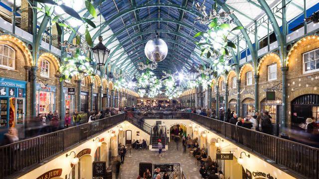 Organisez vos courses de Noël à Londres grâce à notre itinéraire pratique ; illuminations et magasins vous attendent