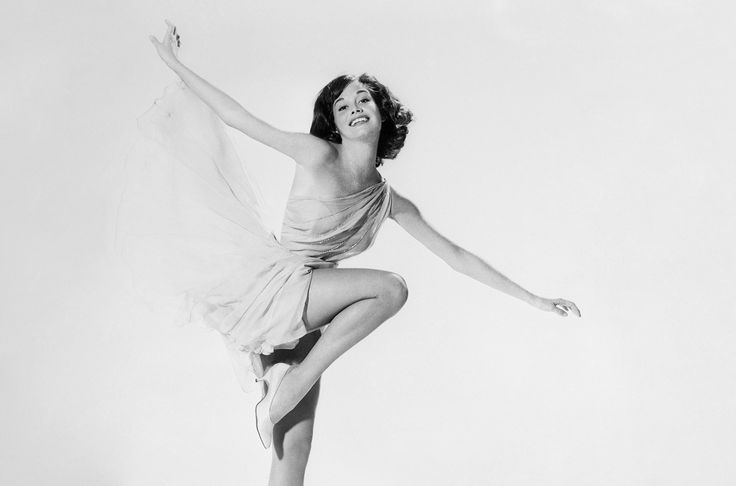 Mary Tyler Moore's 7 Best Musical Moments  Look back at some of the best moments from Mary Tyler Moores musical career.