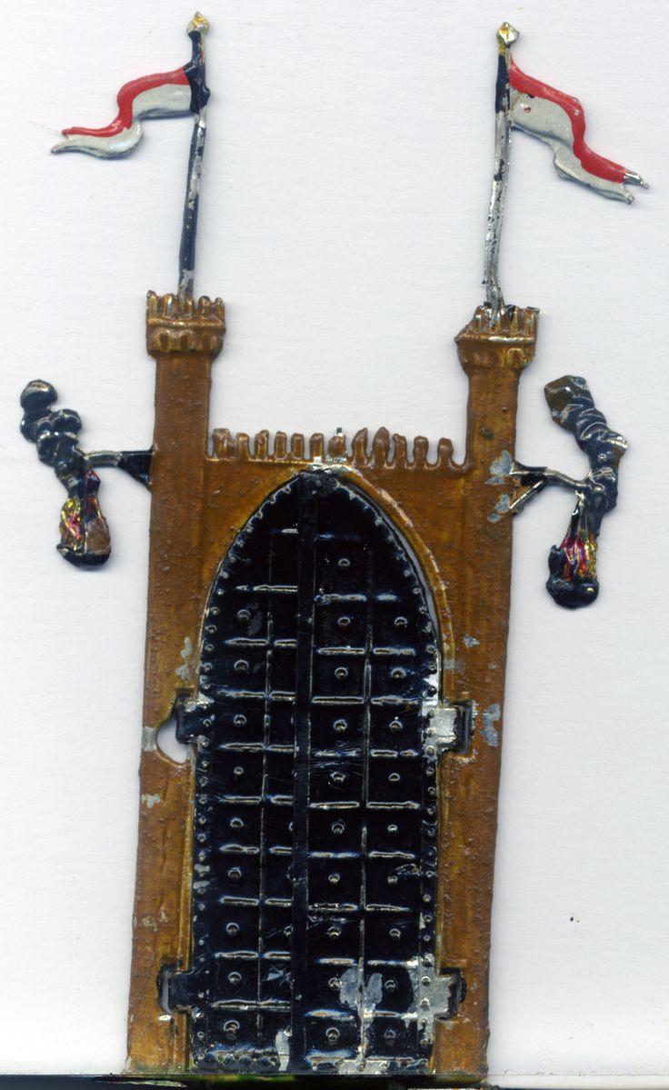 Spielzeug aus dem Jahre 1890.Zinnsoldaten.Burgtor. Kellerfund.