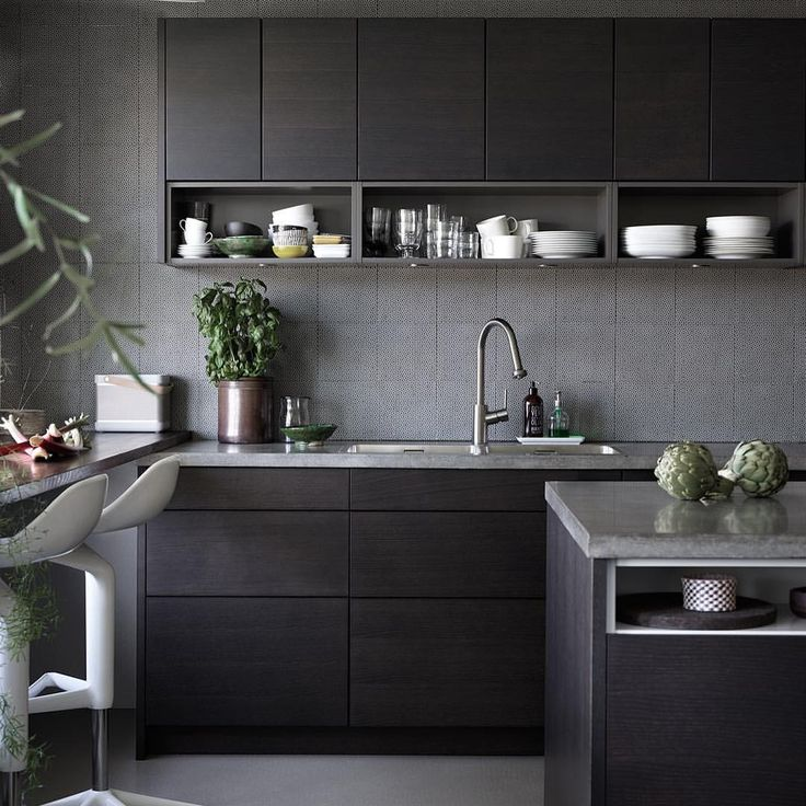 Bistro brunbeiset ask. Et stilrent kjøkken i brune og grå toner. #drommekjokkenet_bergen #kjøkken #kjøkkeninspirasjon #drømmekjøkkenet #ballingslöv #interiør #interior #skandinaviskehjem #skandinaviskdesign #nordiskehjem #moderne #klassisk #stilrent