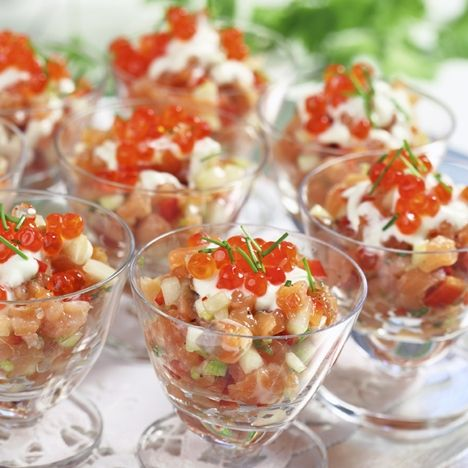 Laxtartar med wasabidressing. Klicka på bilden och hitta hela menyn på www.hemmetsjournal.se!