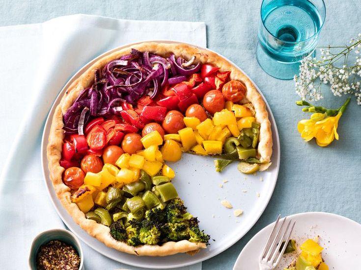 Découvrez la recette Tarte multicolore aux légumes sur cuisineactuelle.fr.