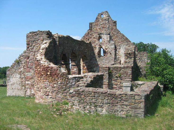 Ecséri templomrom - Kővágóörs mellett