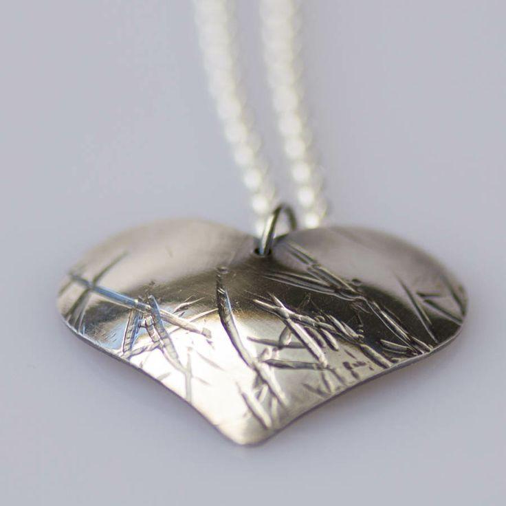 Hjärtan i silver så klart! Annika Hauser gör örhängen och ringar också med hjärtan.