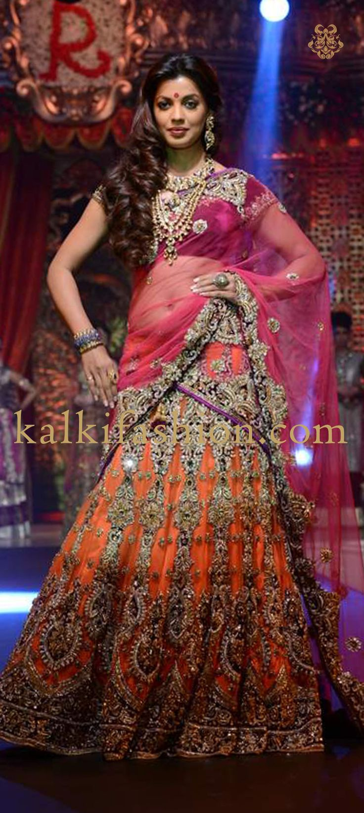 Mugdha Godse sizzles on the ramp in orange and pink lehenga for Vikaram Phadnis at Bridal Couture Collection 2013