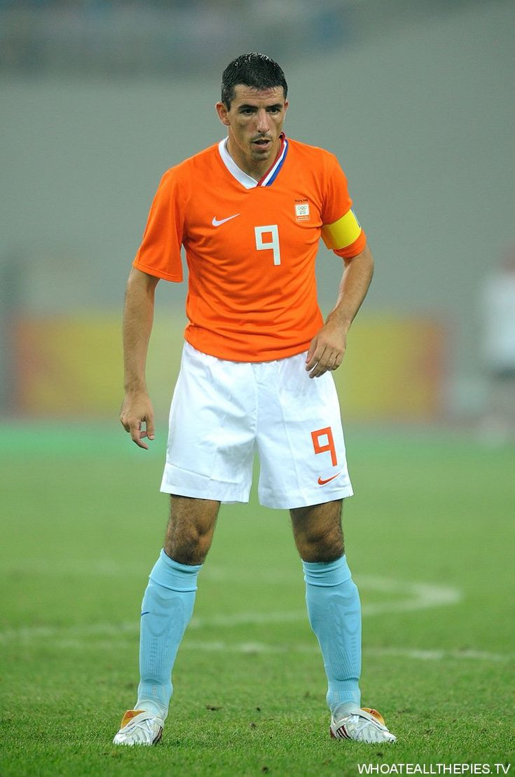 Roy Makaay (Netherlands, 1996–2005, 43 caps, 6 goals) in action at the Beijing Olympics in 2008.