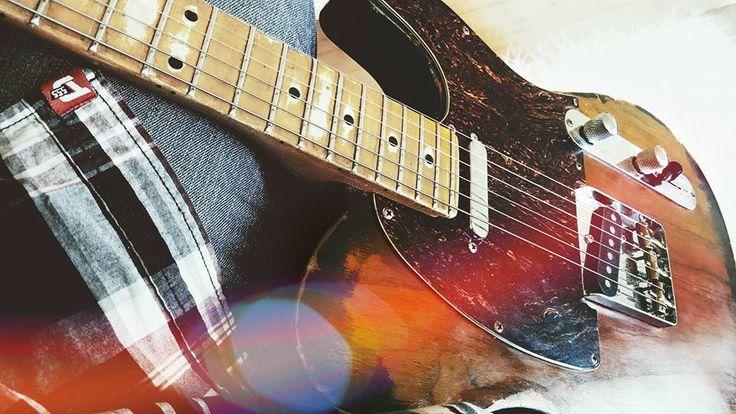 "Wood'O'Chile 'Senorita' - Johnny F.W. Nielsen Guitars (Wood'O'Chile), handmade in Denmark - Tele style, swamp ash body, rock maple neck, kluson/schaller hardware, Fender CS Pickups, shellack, heavy relic, 6130 Frets, special 12"" Radius fretboard."