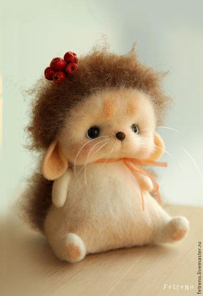 *NEEDLE FELTED ART ~ Animal toys, handmade. Fair Masters - handmade. Buy Fluffy hedgehog with a mountain ash cap. Toy Felt .. Handmade.