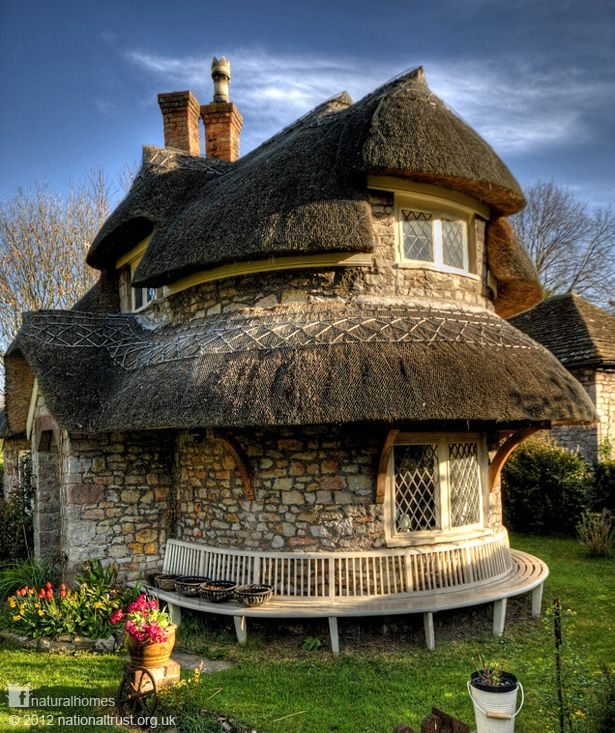 This beautiful home (right) is a rubble stone lime mortar thatched cottage in Blaise Hamlet near Bristol, England. It was designed by John Nash, a master of the picturesque architectural style and designer of a very famous house in London, namely Buckingham Palace. The cottage, along with the rest of the hamlet, is owned by the UK's National Trust.