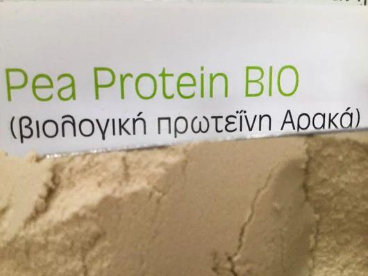 Pea - Αρακάς ( μπιζέλια) - بَزالْيا  Άριστη πηγή πρωτϊνών , μπορούν εύκολα να απορροφηθούν απο τον ανθρώπινο οργανισμό . Καταναλώνεται απο ΑΘΛΗΤΕΣ και όσους ασχολούνται με bodybuilding για το χτίσιμο μυών & για την αναπλήρωση της ενέργειας μετά την προπόνηση .  Χρήση :- καθημερινά 33γρ. σκόνη σε 1 ποτήρι νερό ή χυμό ή ροφήματα ή δημητριακά , μπορεί να προστεθεί σε σούπες σάλτσες κλπ...