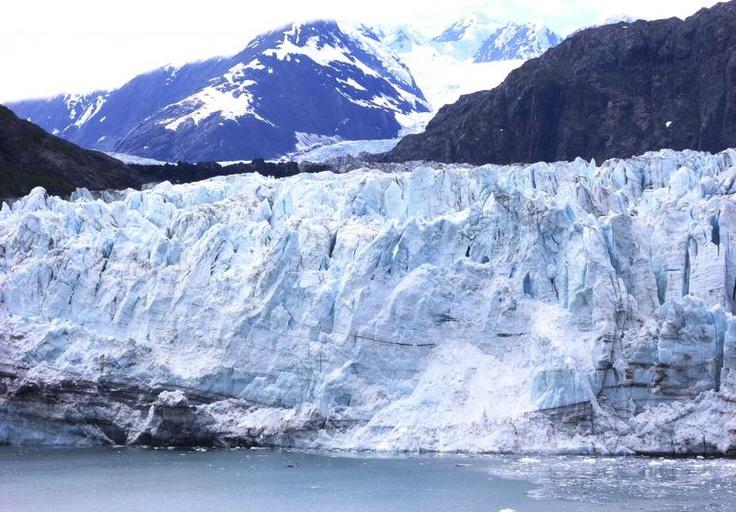 船上より、氷河が間近に迫るグレーシャーベイクルーズをお楽しみ頂けます。