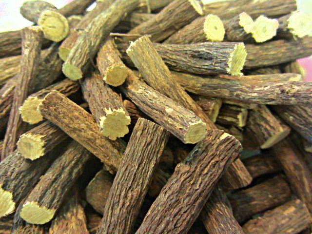 Raiz de Regaliz de Regaliz, estas varitas pueden mascarse, chuparse o usarse para la cocina en multitud de formas