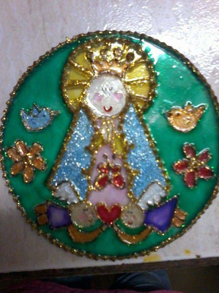 Virgen Porfis en vidrio, 10 cm. de diámetro.