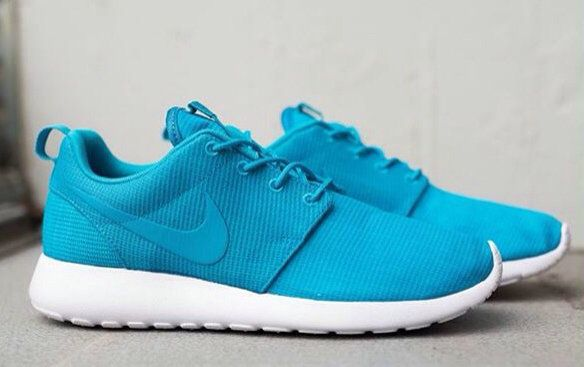 Pretty running shoes, like womens free runs, roshe, air max, you can use it by yourself, also you can sent other people as gift. all items in high quality, and shipped very fast, so you only need short time to receive it. welcome to purchase!!!