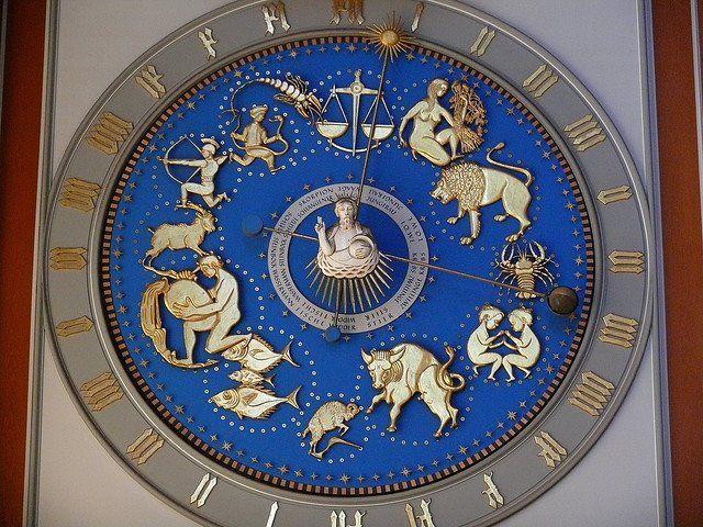 Orologio e Segni astrologici. Cattedrale di Santa Maria in Uhr, Germania.