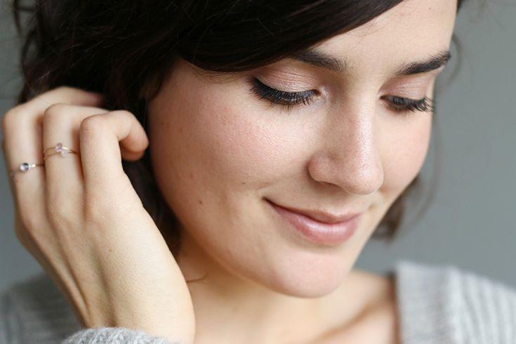 Un maquillage nude et lumineux pour l'hiver, réalisé uniquement avec des produits naturels et bio (RMS Beauty, Boho, Lavera, UNE Beauty...).