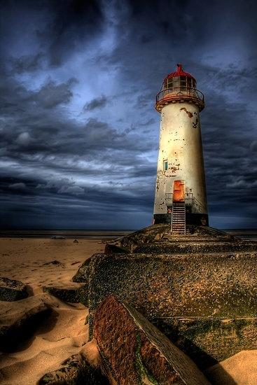 El faro abandonado por Adrian Evans Abandonó el faro en el punto de Ayre, playa de Talacre, Flintshire, País de Gales del norte, Reino Unido.