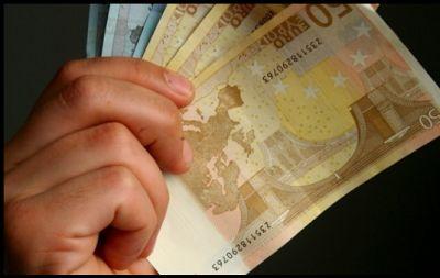 Spiegel: Με το νέο φορολογικό επωφελούνται οι Έλληνες φοροφυγάδες