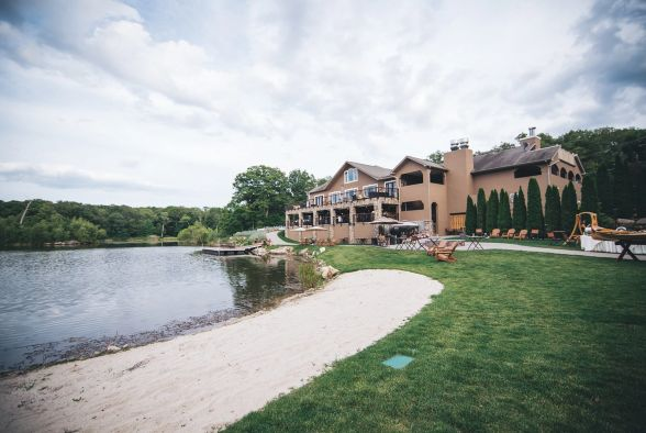 Rock Island Lake Club: A sweet Jersey gem in the Sparta Mountains, this lakefront property has no shortage of spots to throw a hot summer soiree. | Photo Credit: jcwood