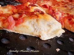 Jeudi dernier avec ma puce on était entre filles, j'en ai profité pour préparer une pizza maison avec une pâte épaisse, vous savez ? C'est celle qui est moelleuse à l'intérieur et croustillante à l'extérieur... Voici donc la recette ^^ Pour 1 grande ou...