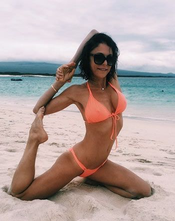 Bethenny Frankel Does Crazy Yoga Poses in Tiny Bikinis: Pictures - Us Weekly