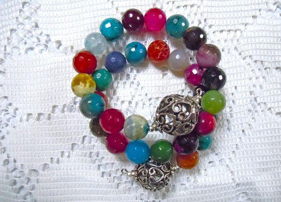 Bracciale in filo metallico con agata colorata