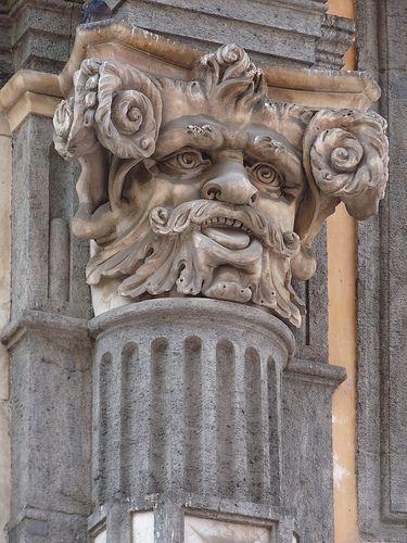 grotesque column capital