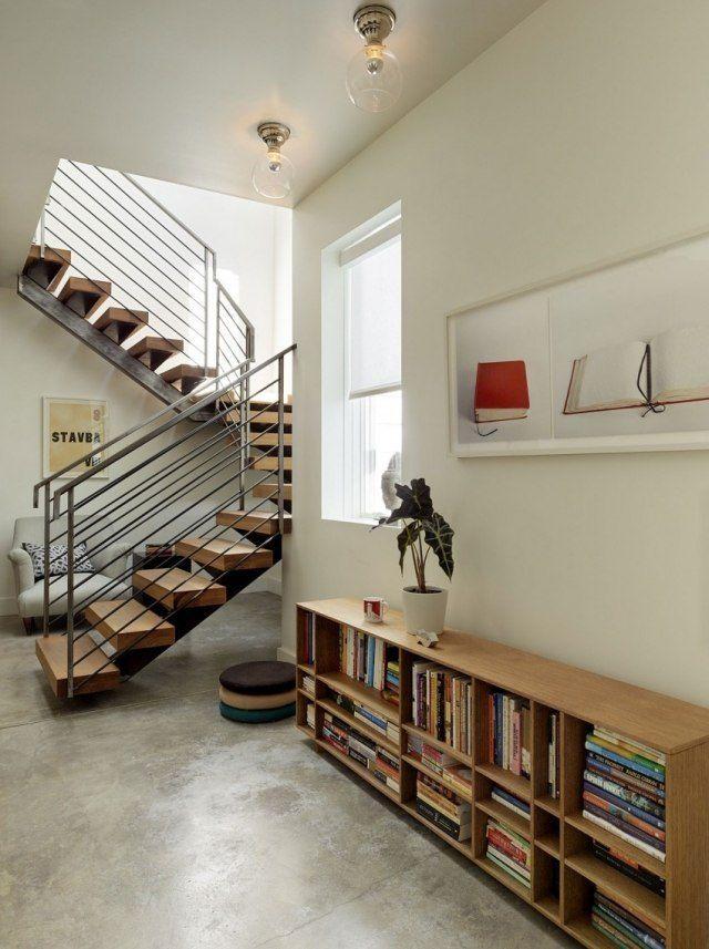 escalier tournant à limon central avec marches en bois et rampe inox