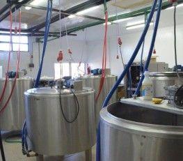 CI32279 - Bariloche - Río Negro. Tipo: Fábrica de helados. VENTA DE FONDO DE COMERCIO. Fábrica de helados. Condiciones locativas: Local 1: $ 8.000.- por mes. Contrato a 3 años. 1 mes de depósito. Local 2: $ 10.000.- por mes. Contrato a 3 años. 1 mes de depósito. La fábrica son 500 mts2 de terreno con 300 mts2 de contrucción. Actualmente están funcionando 3 franquicias asociadas con contrato a 3 años.