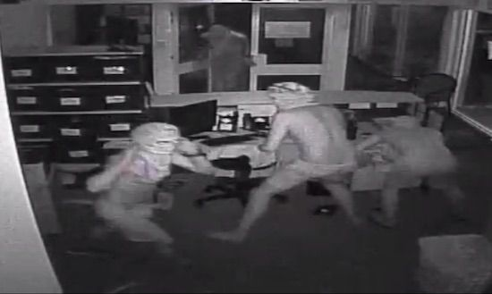 School In Humpty Doo Australia Burgled By Half-Naked Men With Crocodiles http://ift.tt/2bgAznL
