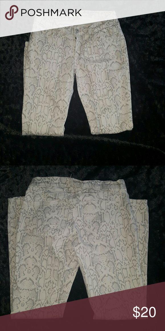 Clothing Cream and gray snake print pant Pants Skinny