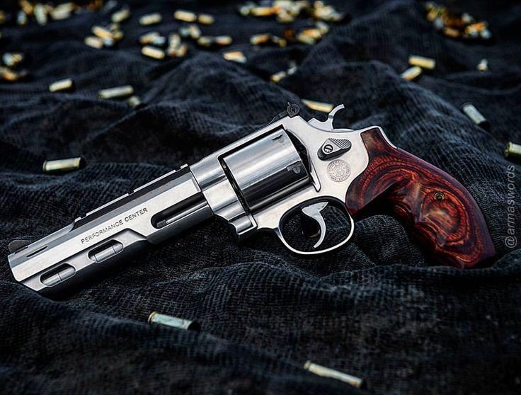 Manufacturer: Smith & Wesson Mod: 629 Competitor Caliber - Calibre: 44 Magnum / 44 Special Capacity - Capacidade: 6 Rounds Barrel - Comp. Cano: 6 Weight - Peso: 1635...