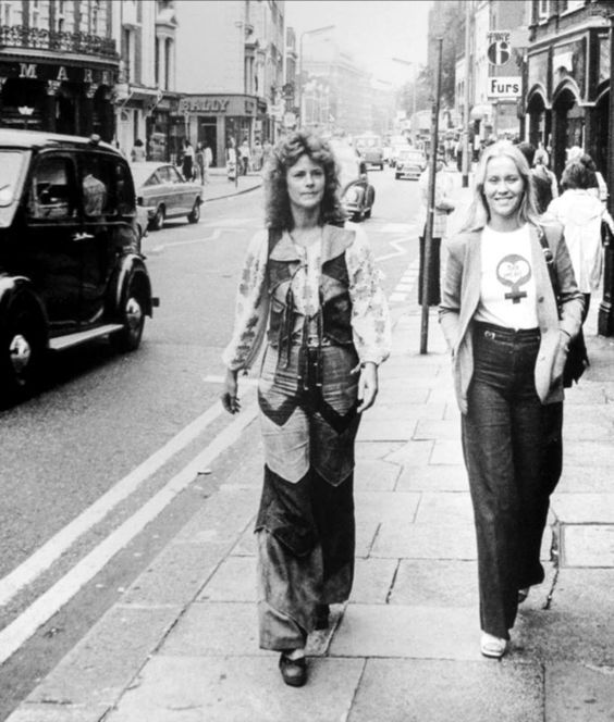 Agnetha and Frida in London in 1974.